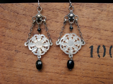 Mother of pearl disc and onyx earrings