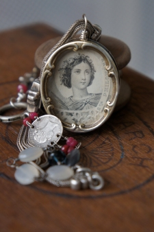 Special necklace made with St Rose reliquary