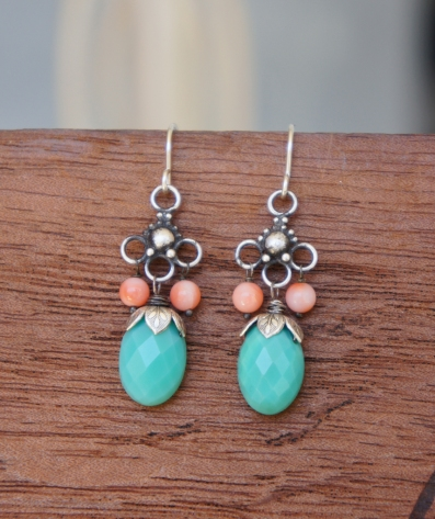 Earrings made with Chrysoprase and coral